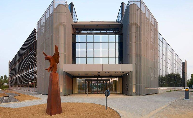 Falcon Building :  une rénovation architecturale qui dynamise  le renouveau du zoning de la Gossetlaan à Grand-Bigard